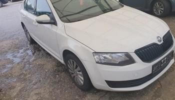 Škoda Octavia 1.6 tdi karambol