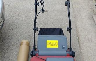 Mašina za prozračivanje i prorjeđivanje trave