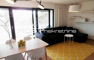 BRITANSKI TRG - Kozarčev vijenac - 62 m2, 2-sobni + GARDEROBA - lux
