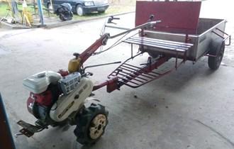 Motokultivator s prikolicon