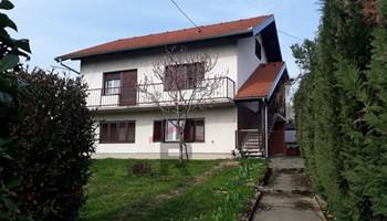 Kuća Križevci  useljiva 110m2 katnica+ tri garaže+vrtna sjenica+ vrt i voćnjak