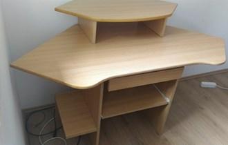 Kutni stol za računalo