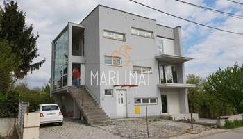 Remete - zgrada sa tri stana - 288m2