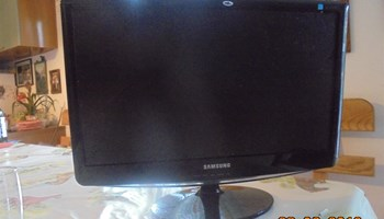 Prodajem  HITNO!! Monitor Samsung