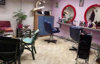 Iznajmljujem uhodani frizerski salon u Solinu