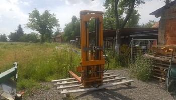 Viličar Traktorski diže 2 tone