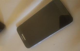 Samsung s7 mrlje na ekranu... ostalo sve ko novo!