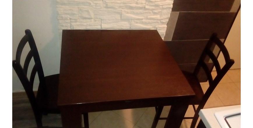 Moderan crni stol i dvije sjedalice drvo..500 kn