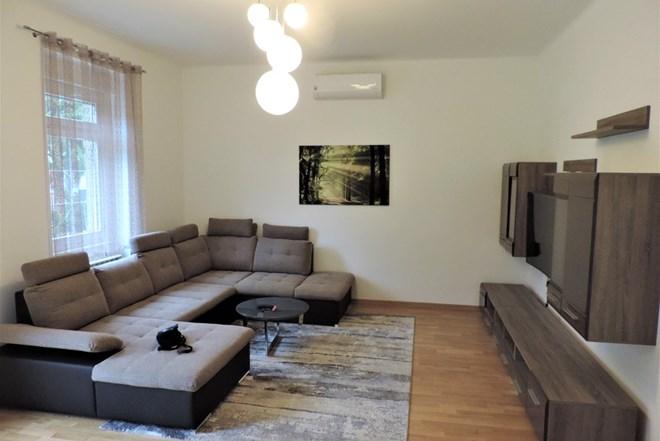 Novouređeni stan kod Kvatrića 74m2, Flat for rent