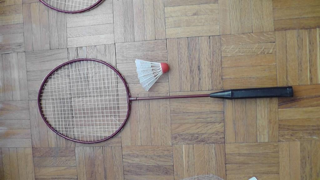 Set za badminton, idealno za igru s djecom na ljetovanju