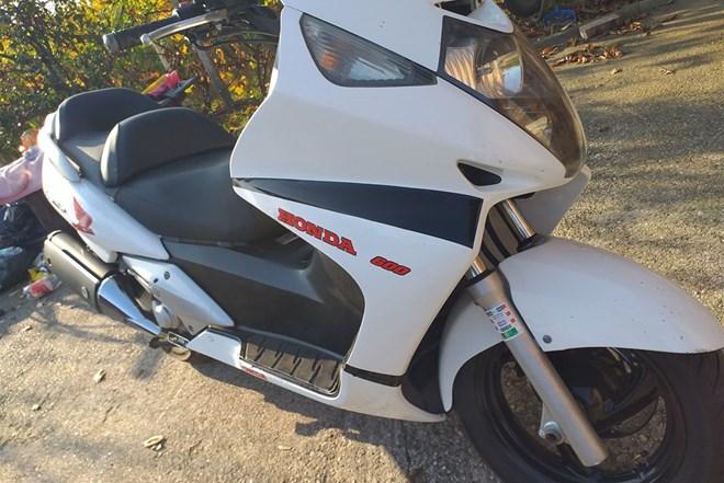 Honda silverwing 600ccm..odličan..hitno samo 2000eur..zamjena za auto