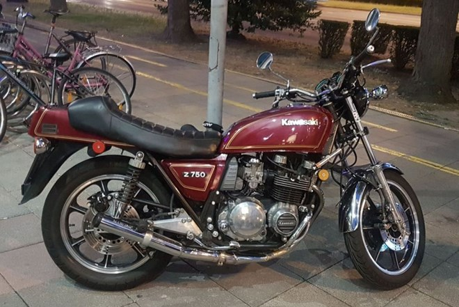 Kawasaki Z 750 ORIGINAL STANJE ODLIČAN MARVING AUSPUH ZAMJENA PRILIKA