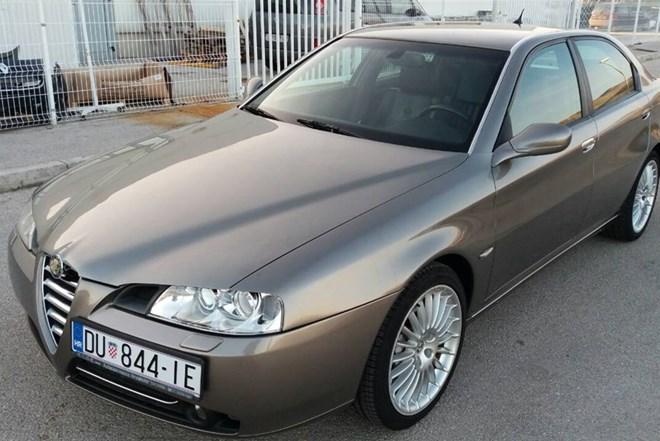 Alfa Romeo 166 3.2 v6 registrirana godinu dana