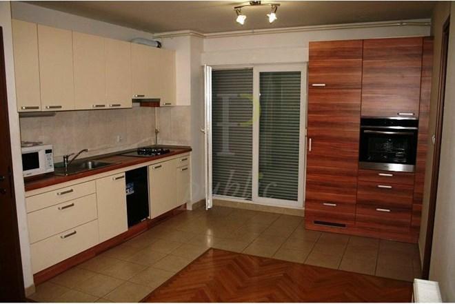 SIGEČICA 80m2, Supilova (atraktivan poslovni prostor + garaža)