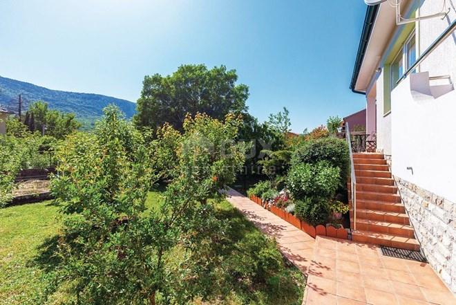 Kuća Tribalj, 288 m2 - prizemnica s prekrasnom okućnicom