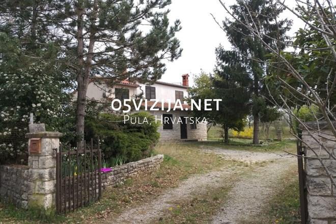 Kuća s većim građevinskim zemljištem, Žminj, Istra