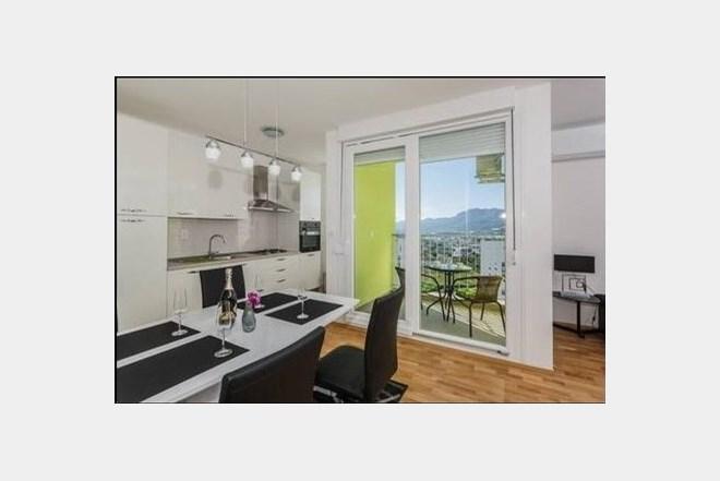 Trosobni obiteljski apartman za max 6 osoba, 70m2, garazno parking mjesto, u Splitu neposredno uz City centar One