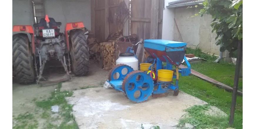 Dvoredna sijacica za kukuriz