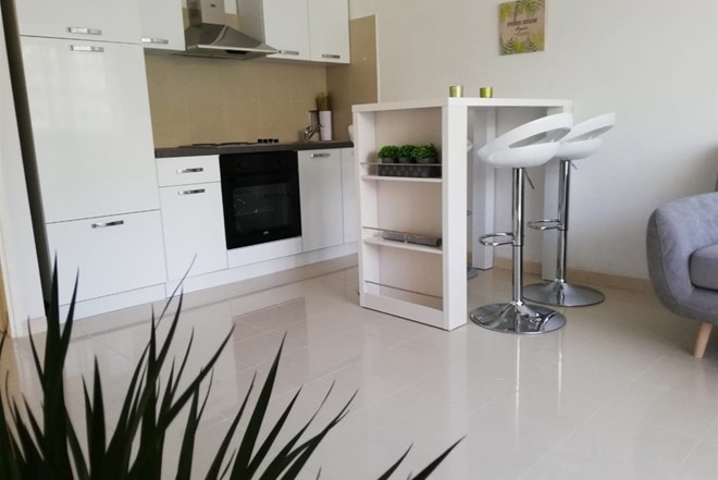 SPLIT**Two bedroom apartment near Campus and Medical University***