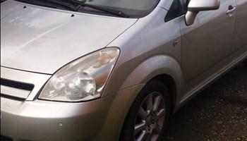 Toyota Corolla Verso 2.2dizel.8.20reg.neispravan motor1850eu