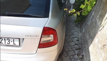 Škoda Octavia 1.6 tdi elegance kup.u hr.tempomat itd.