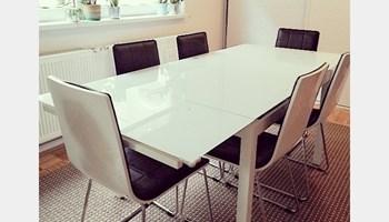 Stakleni stol Tokyo bijeli i 6 stolica