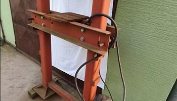 Hidraulična presa bez cilindra