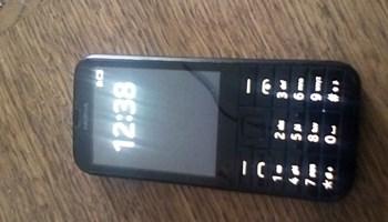 """Mobitel Nokia 206 \""""na tipke\"""""""