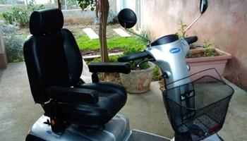 Električni invalidski skuter marke Invacare Orion