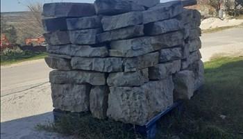 Stari KLESANI kamen