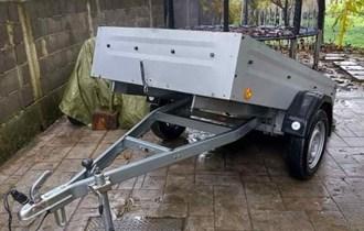 PRODAJEM OTVORENU PRIKOLICU KIPERICU NOSIVOST MAX 750KG