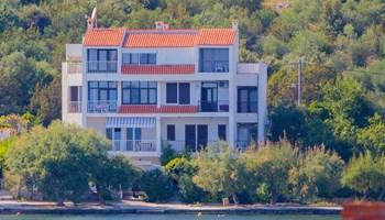 Apartmani Neves 10m od mora u Poljicima (Marina kod Trogira)