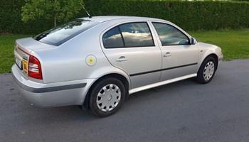 Škoda Octavia 1.6i, 2000g.reg 1god,servo, el.podizaci, radio CD, centralno, dobro stanje, napravljen veliki servis, bez ulaganja I korozije