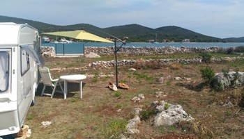 Robinzonska kamp-kućica