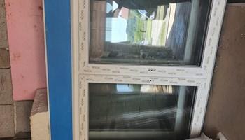 Dvokrilni prozor sa roletom