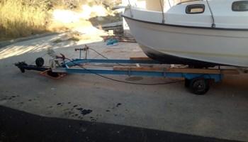 prikolica za brod sa hidraulikom