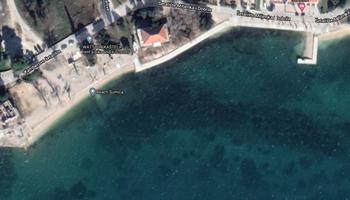 Stan u Kaštel Lukšiću 10m udaljen od mora, uz plažu, sa velikom terasom, poseban ulaz. Prodaja ili zamjena.