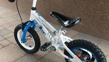 Dječji bicikl sa pomoćnim kotačima