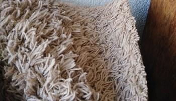 Lijepi čupavi tepih