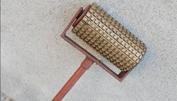 Valjak za dekoraciju betona