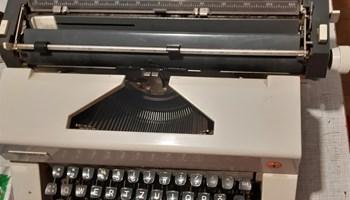 Povoljno prodajem Olympiu pisaću mašinu