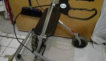 Sklopivi rolator s 4 kotača (hodalica)