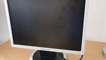 Monitor - Samsung SyncMaster 740N