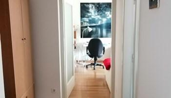 2 sobni stan sa puno svijetla, II kat, niski troškovi, klima, 56 kvadrata