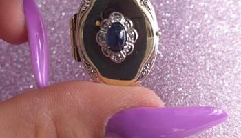 Zlatni medaljon sa safirom