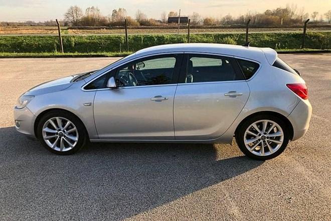 Opel Astra 1.7CDTI Sport- NAVI -KOŽA- ALU 18 -SKLAP.RETRO.-REG.GOD.DANA