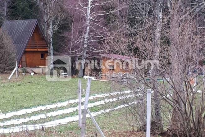 Gorski Kotar, Slavica, imanje s voćnjakom i drvenom goransko