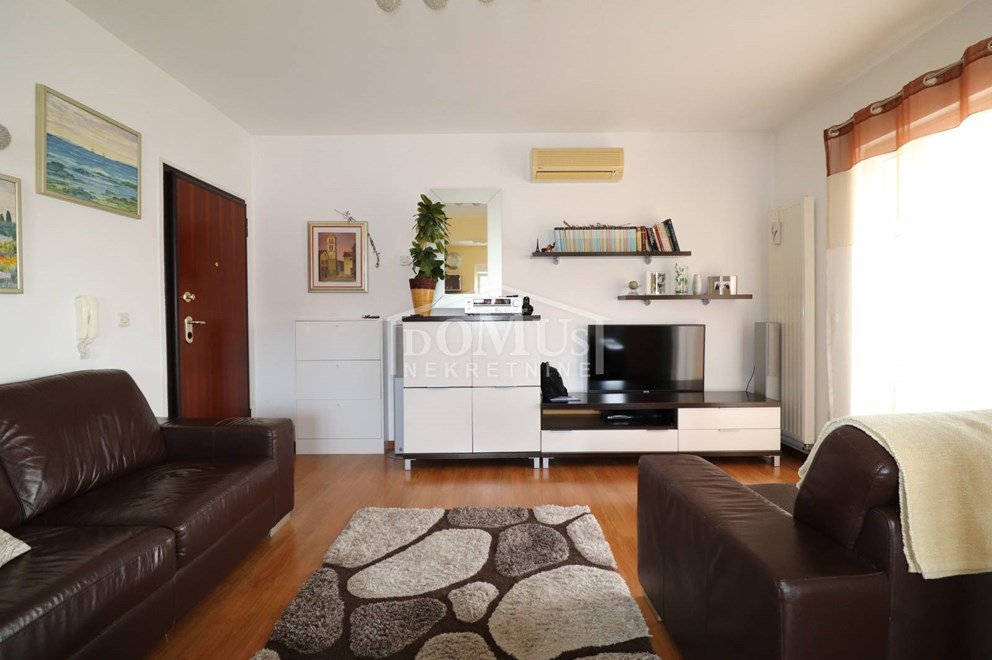 Vodice, 2-sobni namješteni stan u blizini centra   INDEX