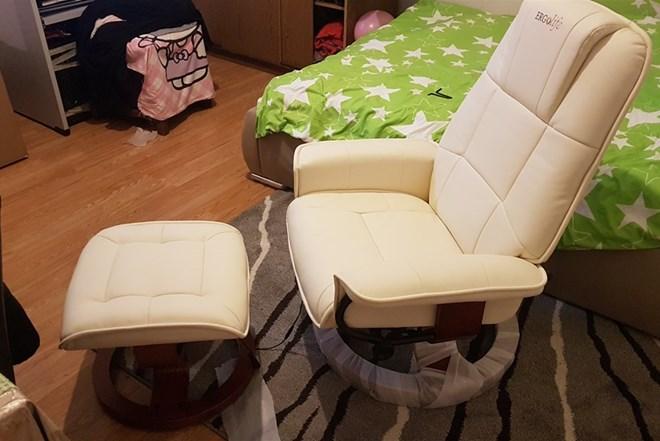Nova masazna fotelja u kutiji idealna za starije osobe za relaksaciju