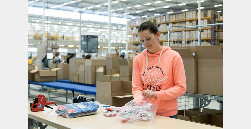 Rad u skladištu - paker